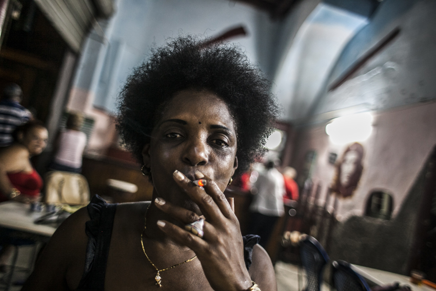 Sex worker in Havana, Cuba, on 1st January 2016. The night is still their best ally. They are seen in nightclubs, streets and other places, although they almost always end their journey in private houses where foreign tourists who arrive on the Caribbean island are staying. The jineteras, as it is usually called in Cuba to the young women who sell any type of sexual favor to the highest bidder, have not stopped exercising prostitution even in the middle of greater police and social surveillance to avoid it. (Photo by Alvaro Fuente/NurPhoto)